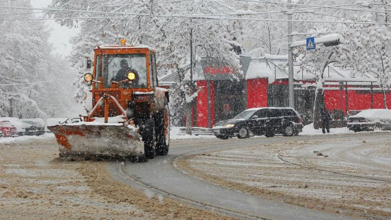 Общо 148 снегопочистващи машини са извършили обработки срещу заледяване във