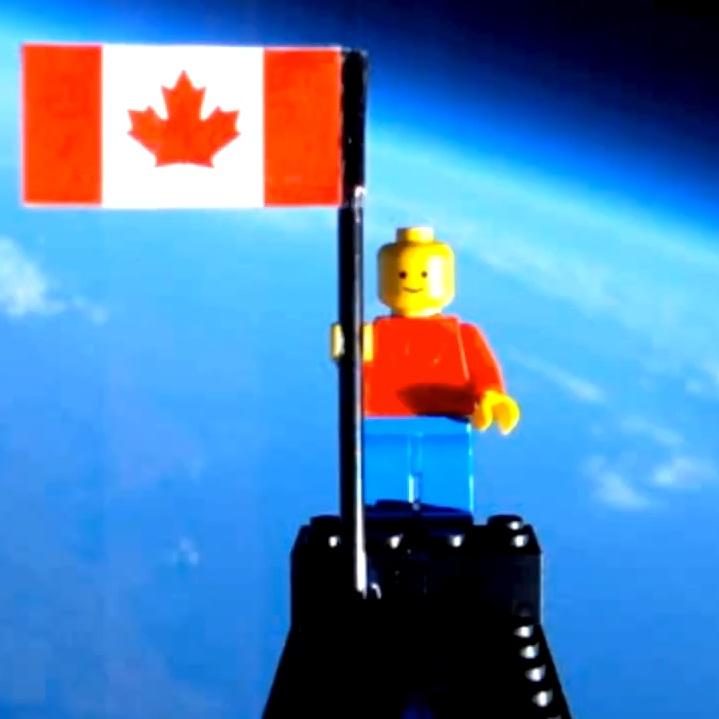 """Изпратиха """"Lego човек"""" в Космоса (видео)"""
