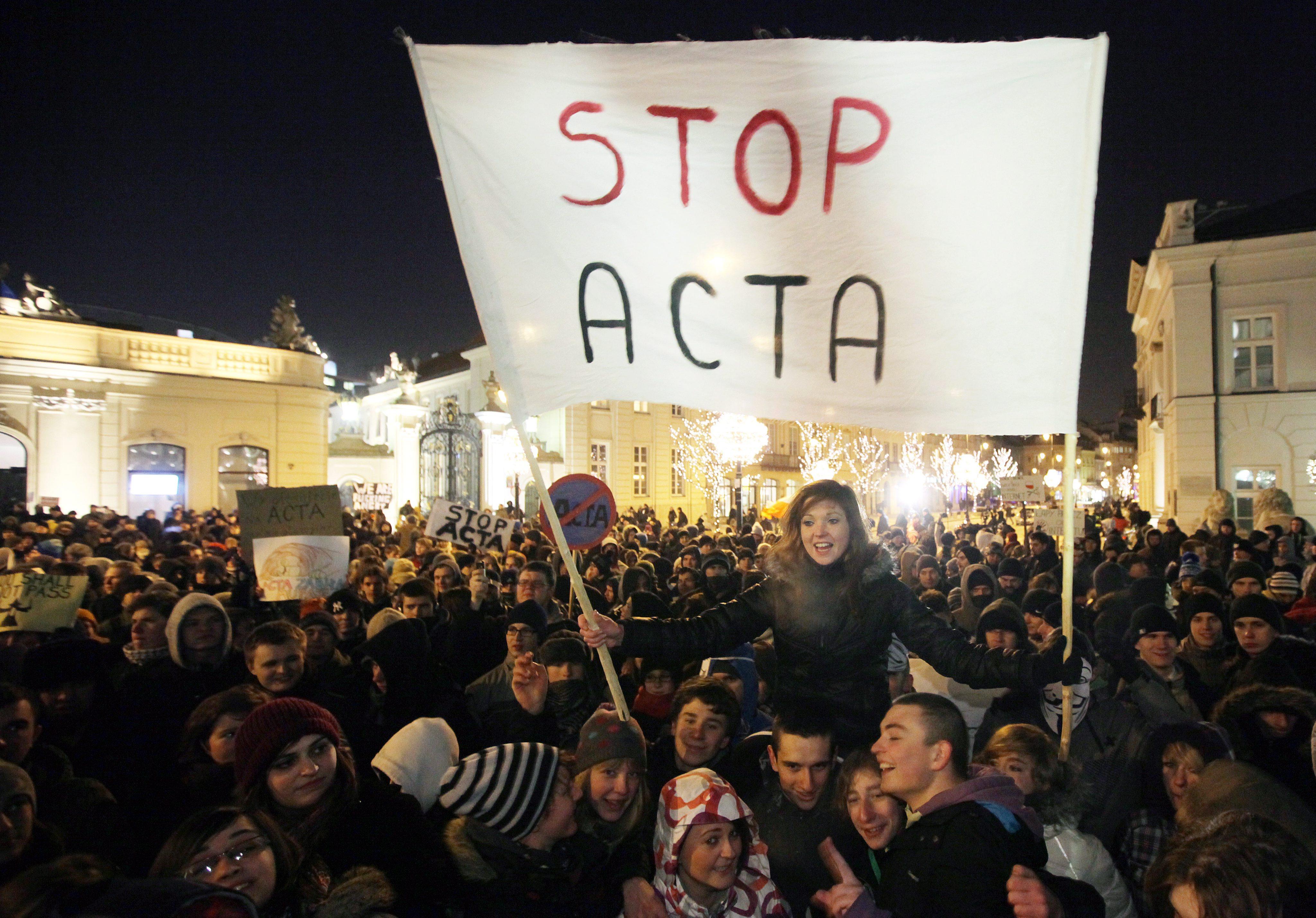Опасения за свободата в интернет след ACTA