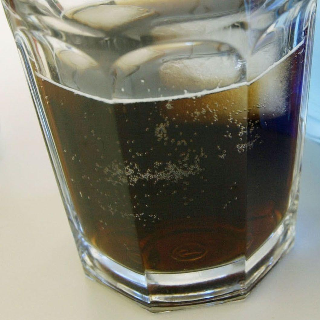 Безалкохолните напитки са вредни колкото цигарите