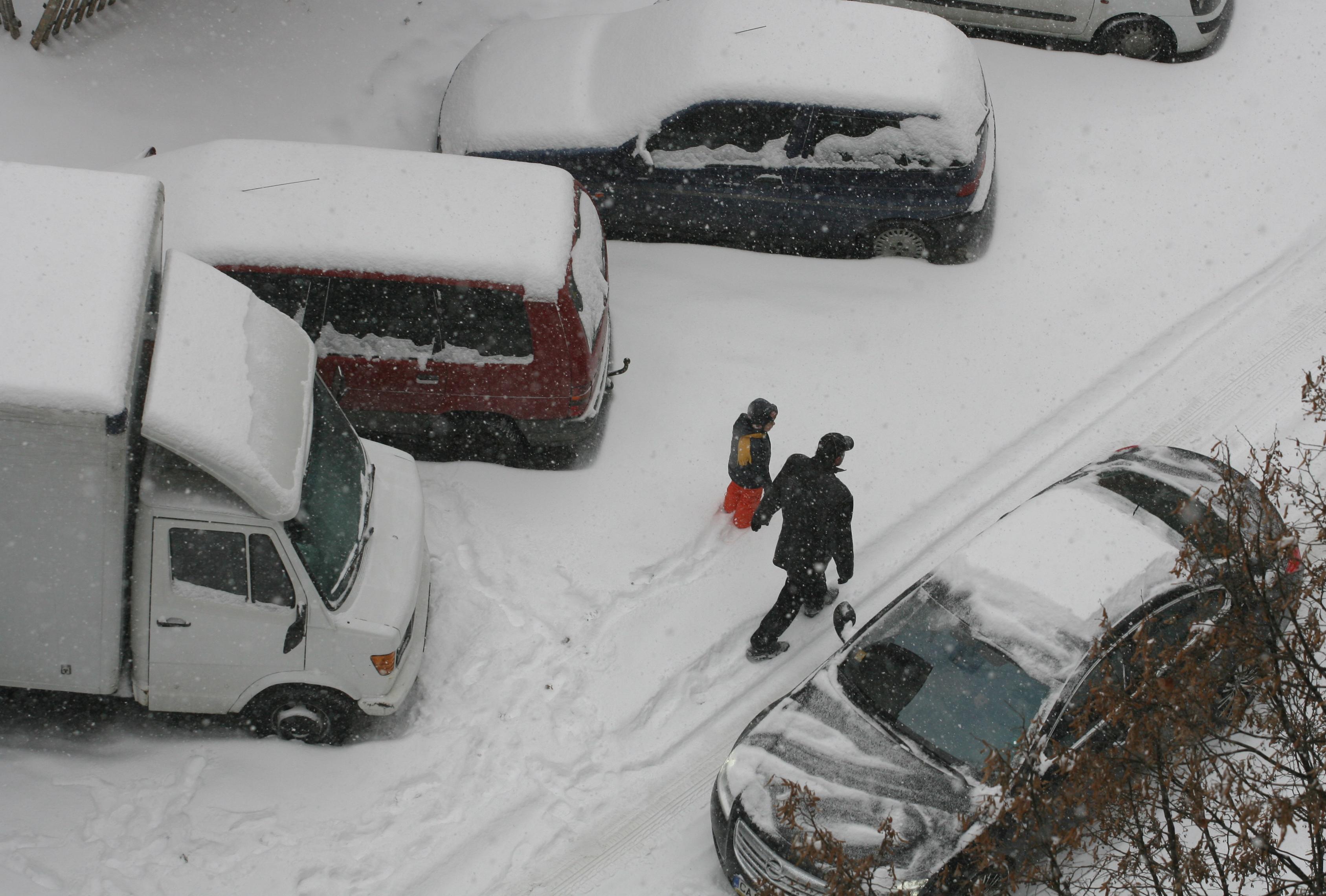 София- блокирана от сняг и затворени улици
