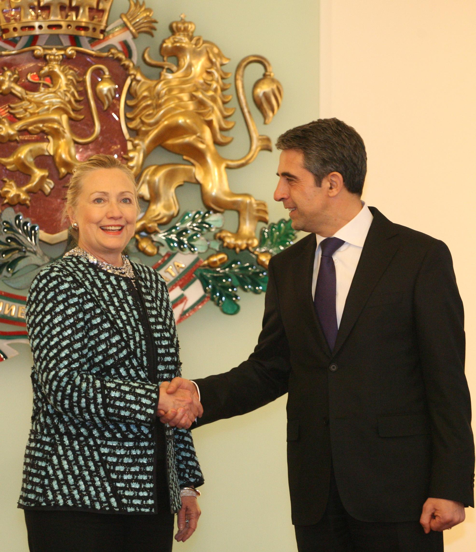 Хилъри Клинтън пристигна в България