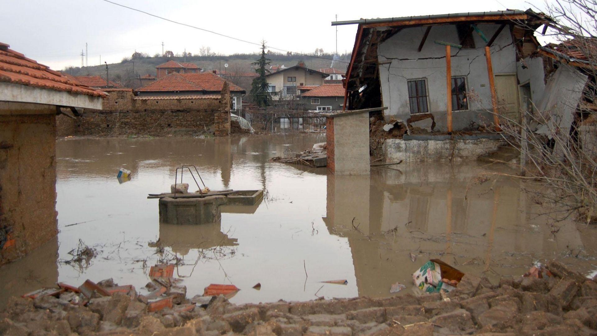 7 г. от потопа в Бисер: Вече само близките помнят жертвите