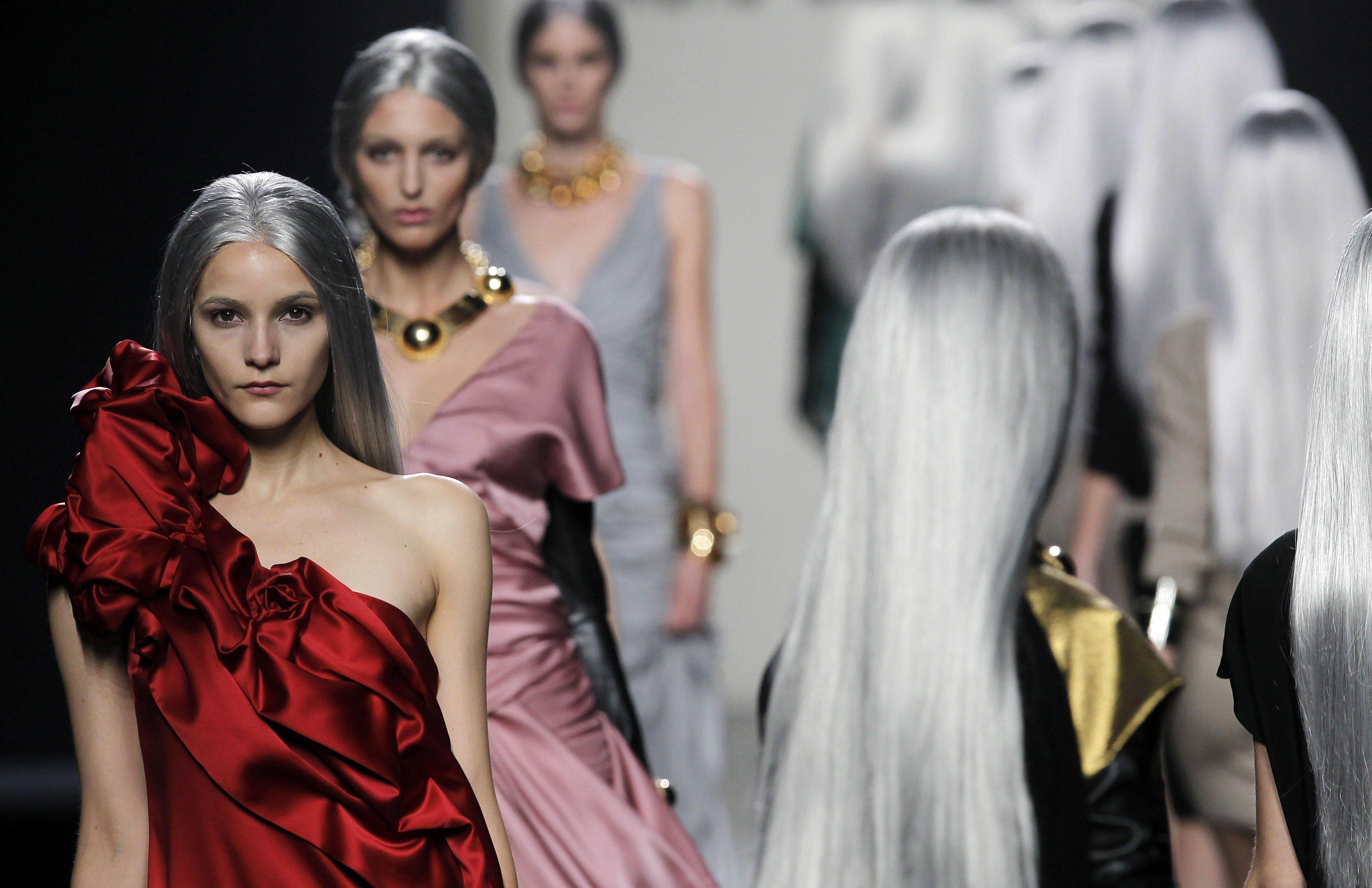 Прошарената коса е актуална модна тенденция