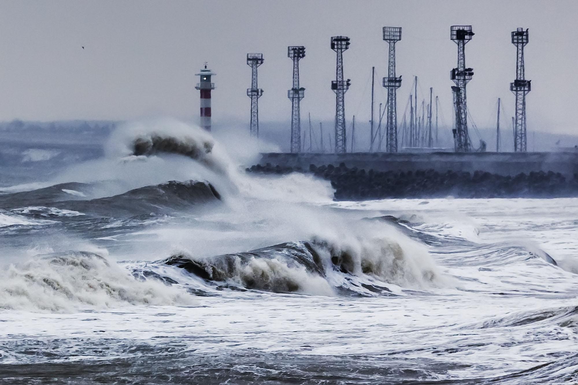 Бурното море изрови древна постройкa в Бургас