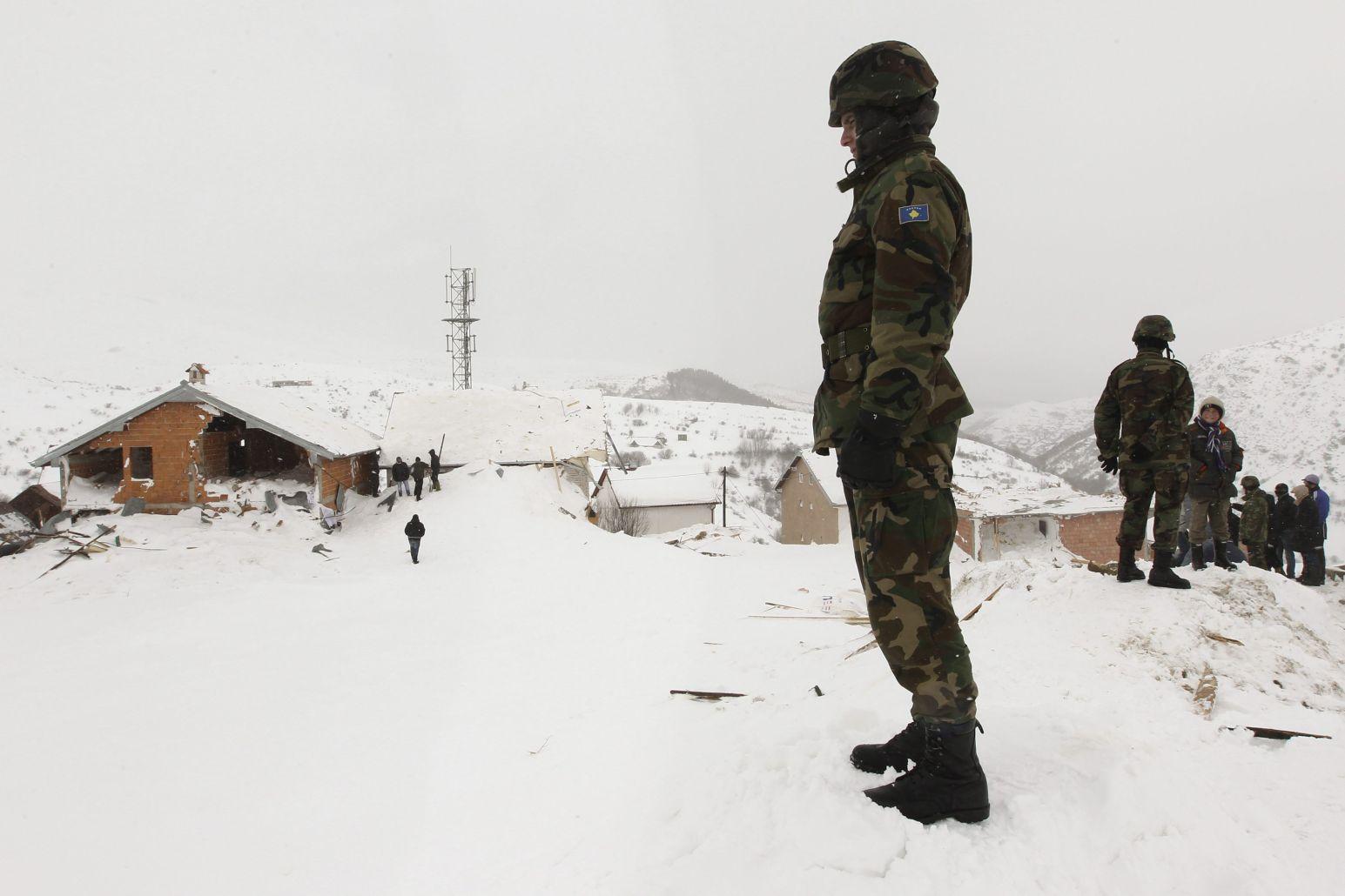 Снежни лавини затриха цяло село в Афганистан