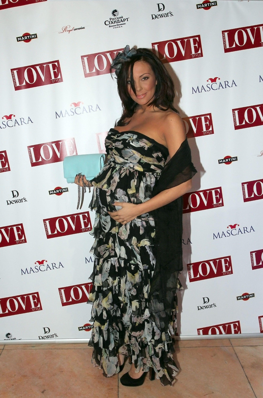 Бременната Николета Божинова се появи на парти
