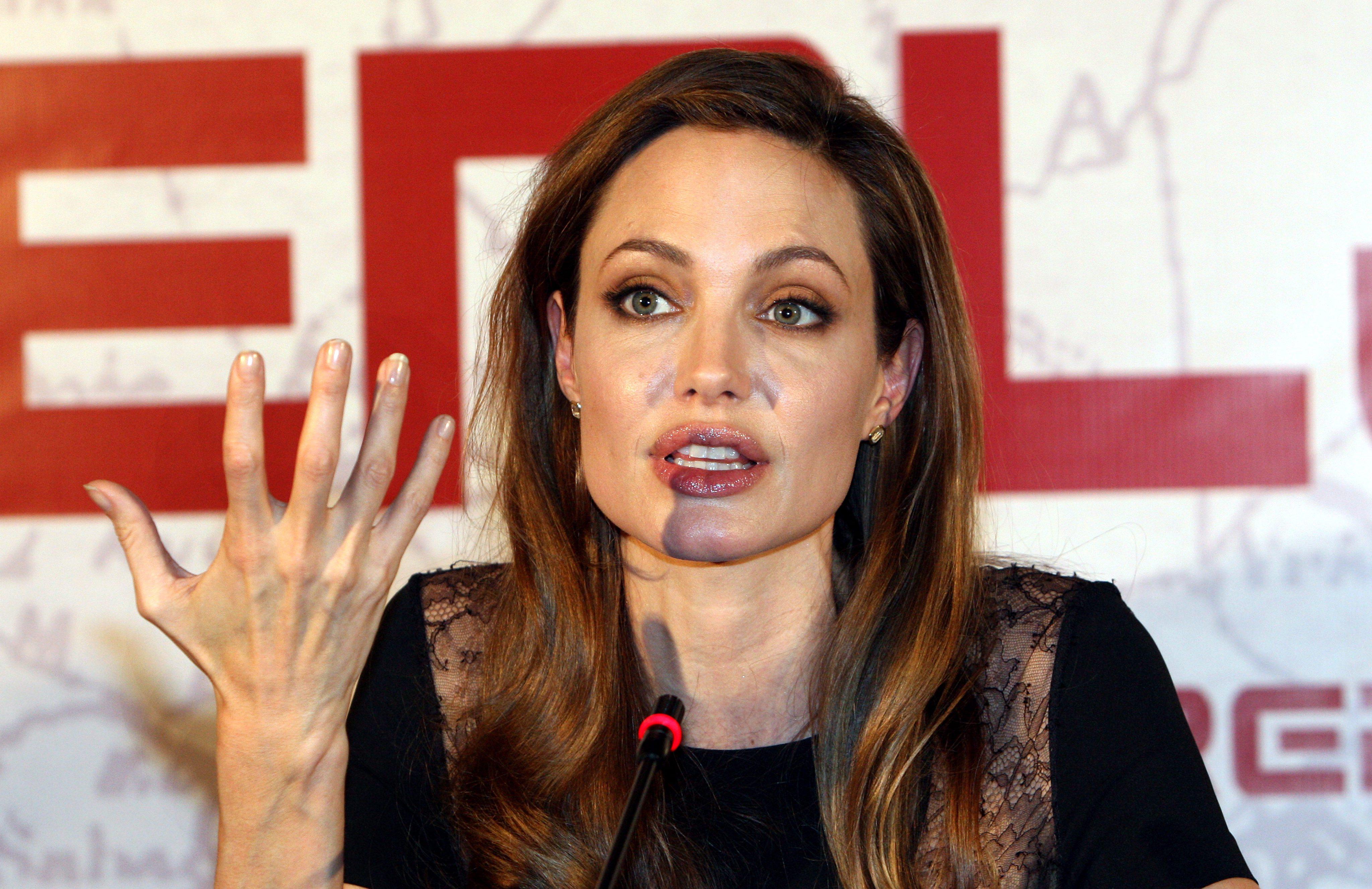 Джоли се разплака на премиерата в Сараево