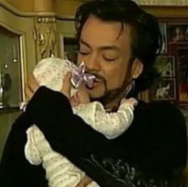 Киркоров показа дъщеря си