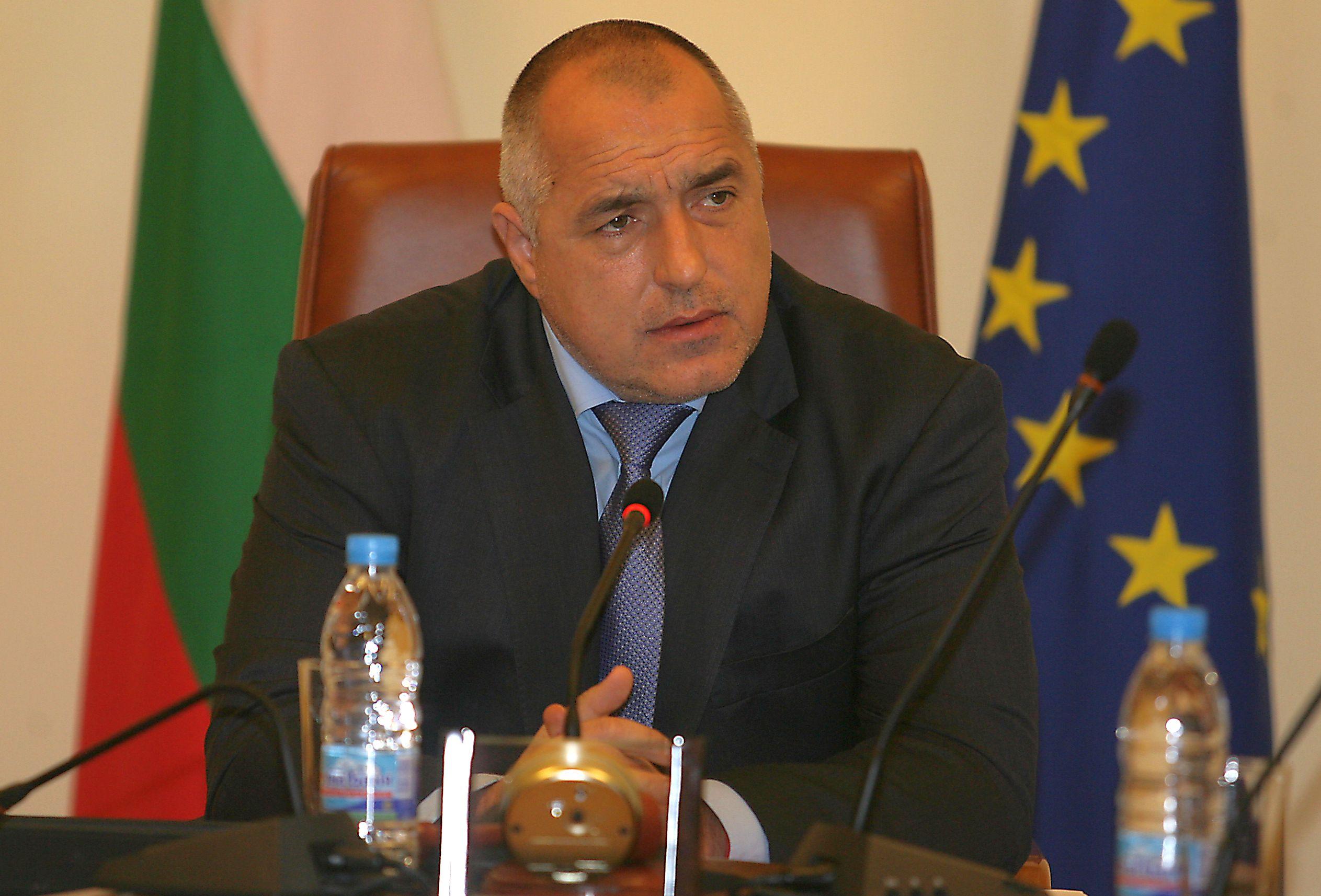 Борисов към подчинените си: Върнете бонусите или ще уволнявам!