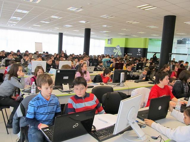 Стартира безплатна школа по компютърно програмиране за ученици