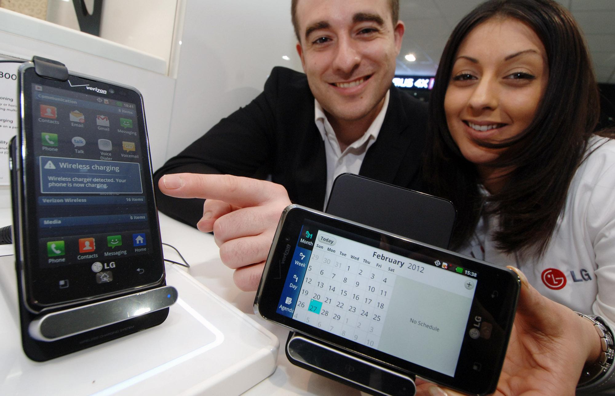 LG пуска безжично зарядно за умни телефони