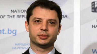 Делян Добрев води семейството си на екскурзия с парите от Елена Йончева