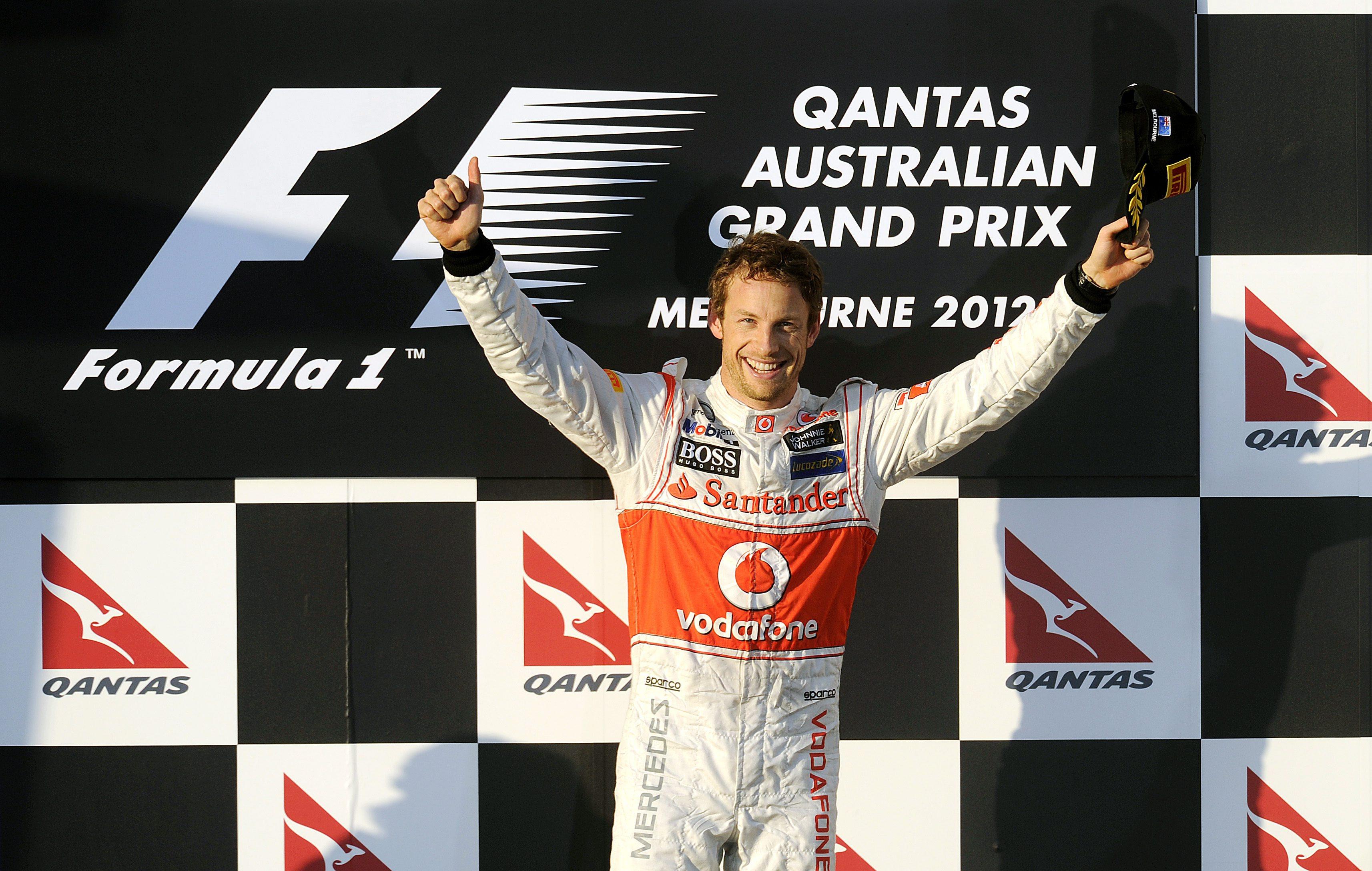 Бътън триумфира в първото състезание за сезона