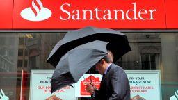 Испанската банкова група Сантандер закрива 140 клона във Великобритания
