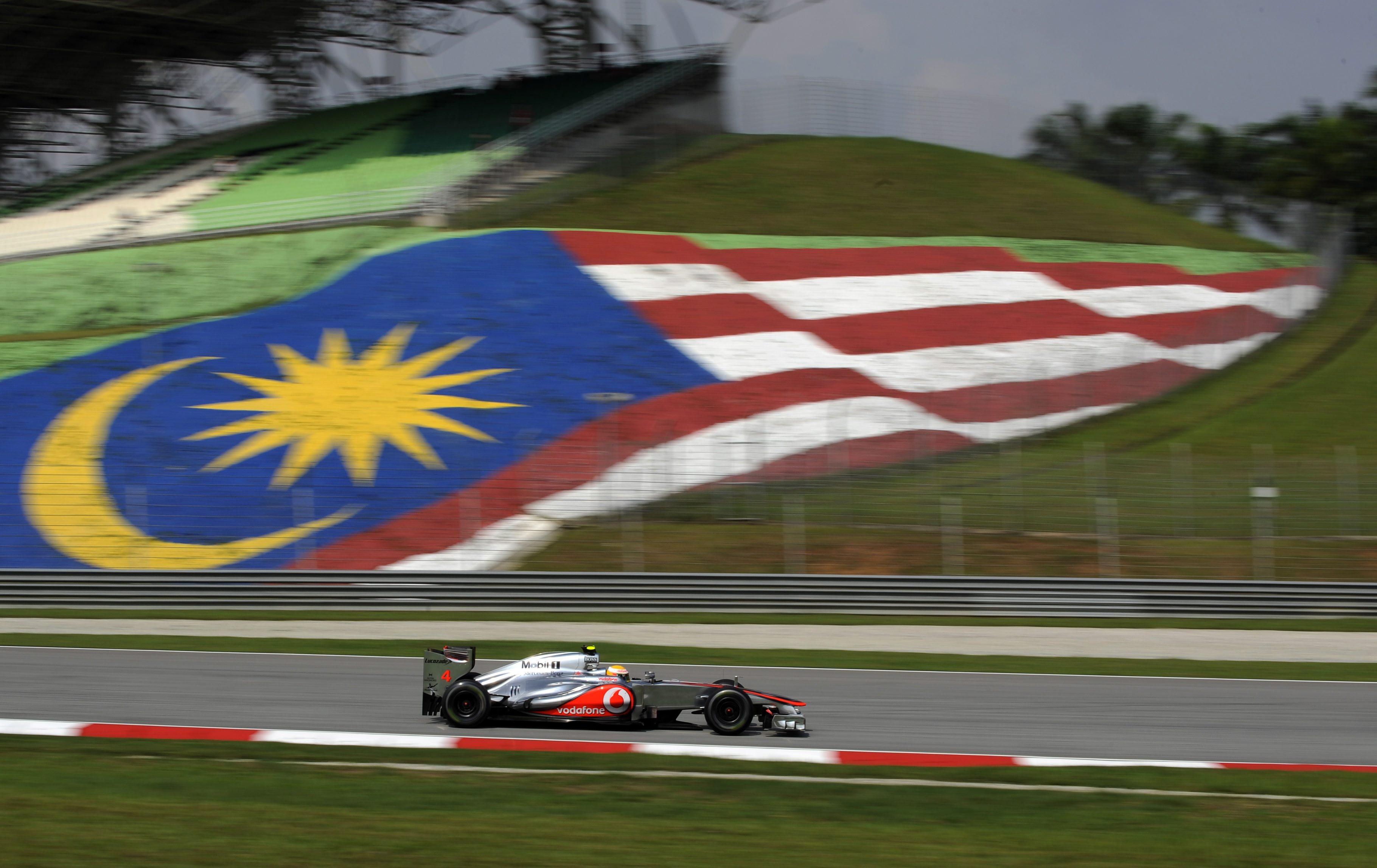 Хамилтън с пол-позишън, Шумахер трети в квалификацията