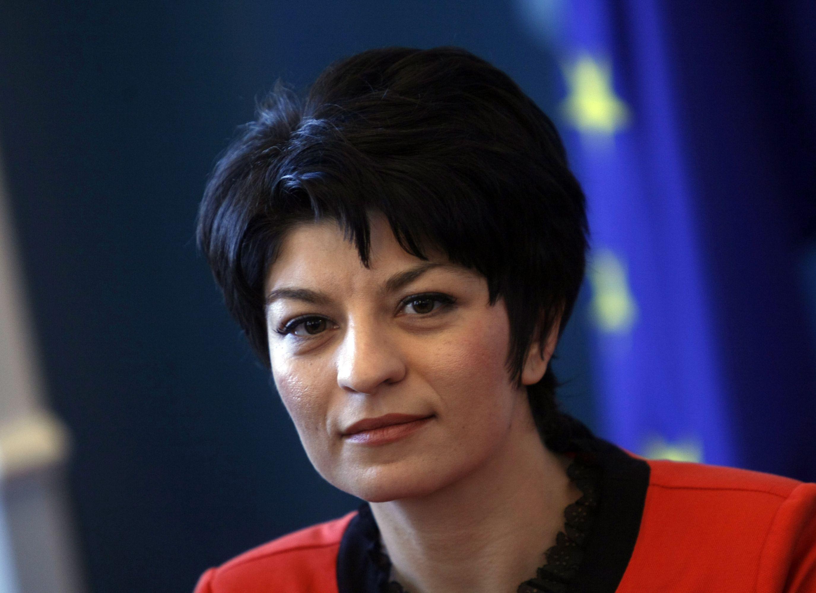 Атанасова предлага увеличение на заплатите в Спешната помощ
