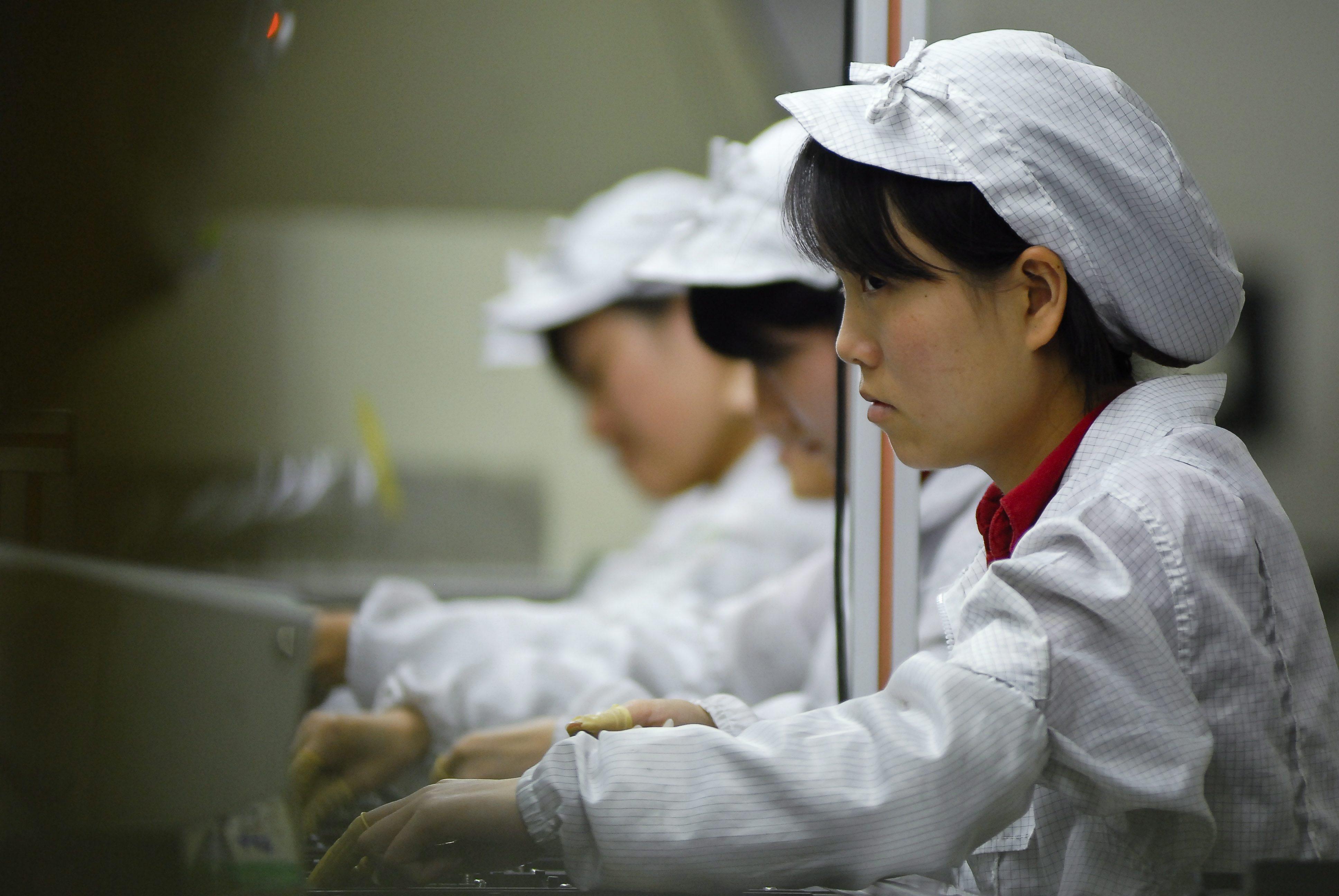 Вдигат заплатите на работниците, произвеждащи устройства на Apple