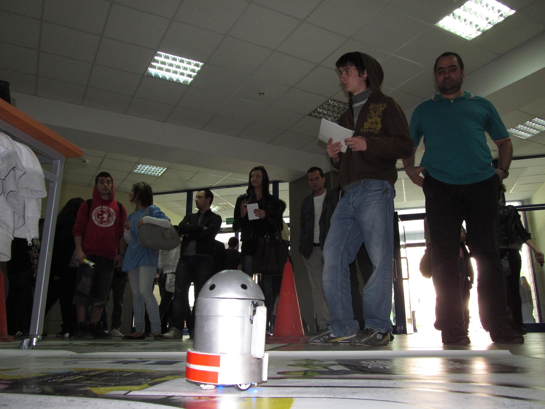 Мини-роботчета имитираха студентски забавления в Русе
