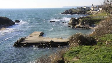 """Сагата със """"златната"""" бариера към плажовете """"Русалка"""" продължава"""