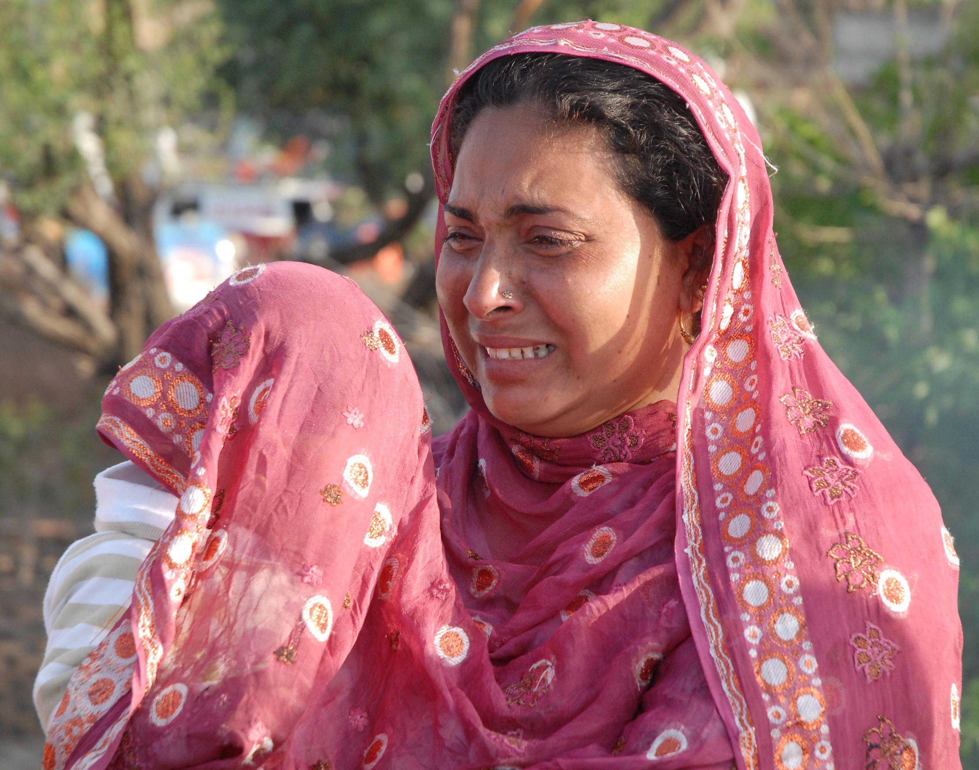 Пакистанци убиха дъщеря си, защото говорила с момче