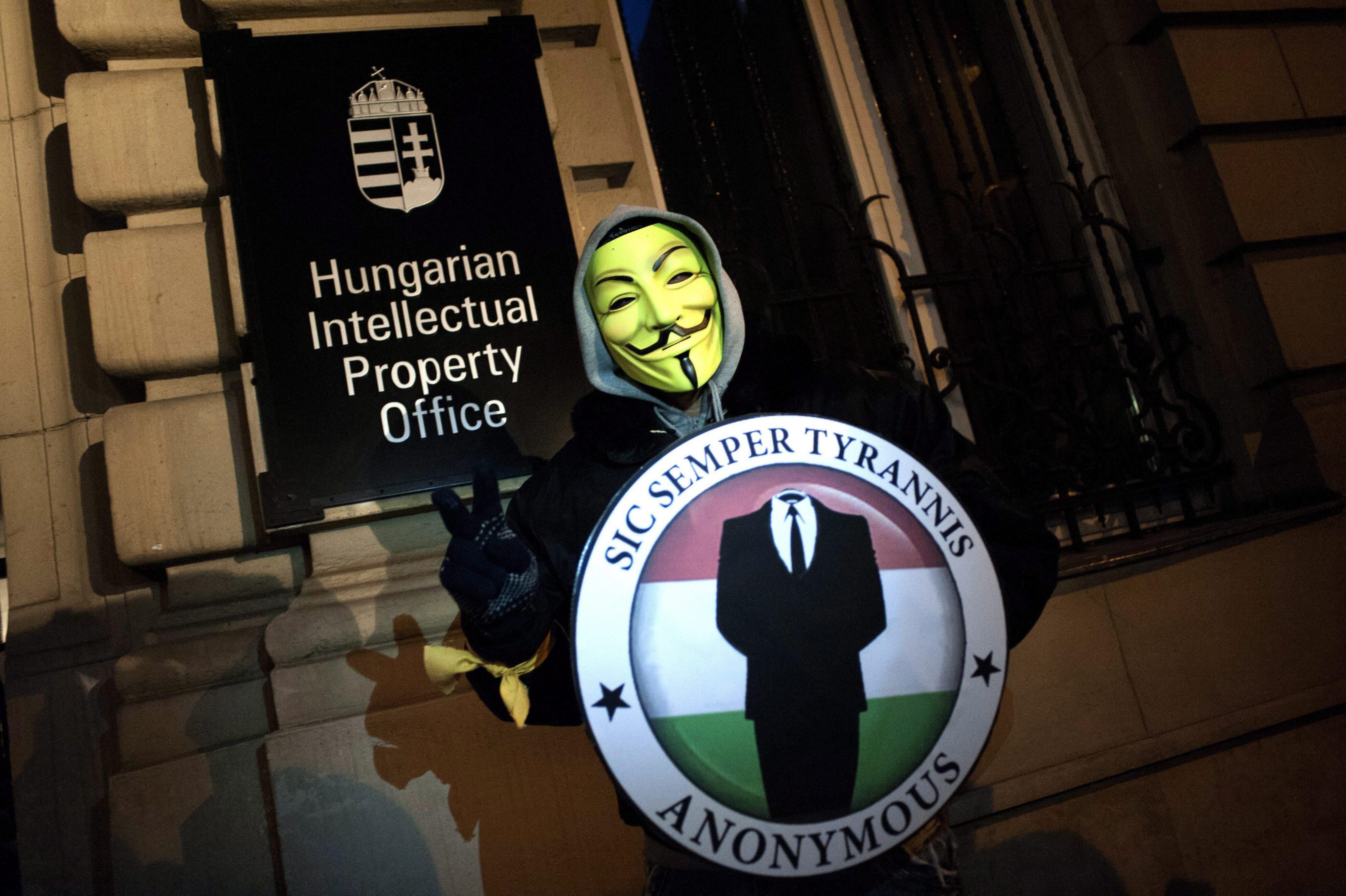 """""""Анонимните"""" хакнаха сайта на Формула 1 преди старта в Бахрейн"""
