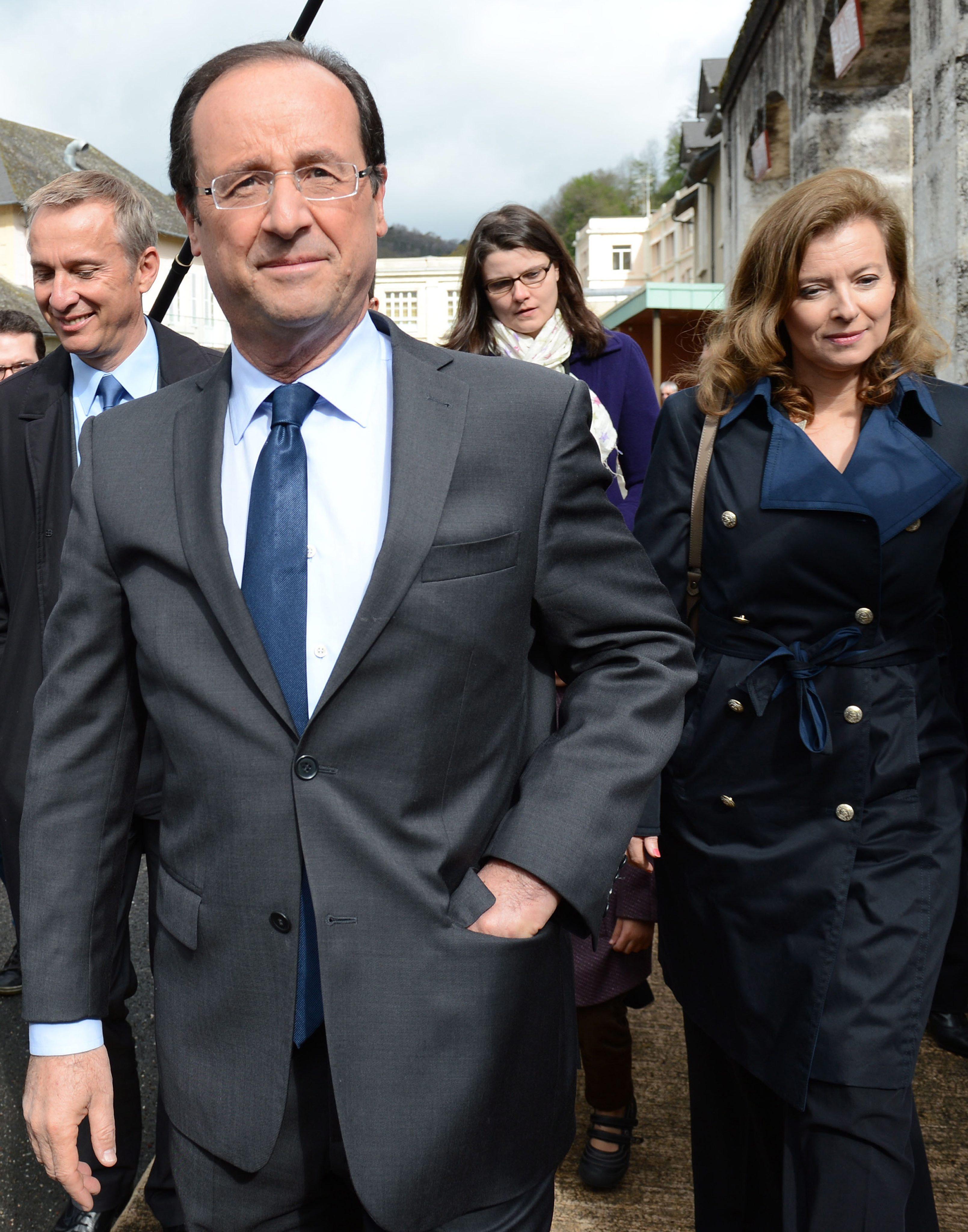Оланд печели първи тур на изборите, отива на балотаж със Саркози