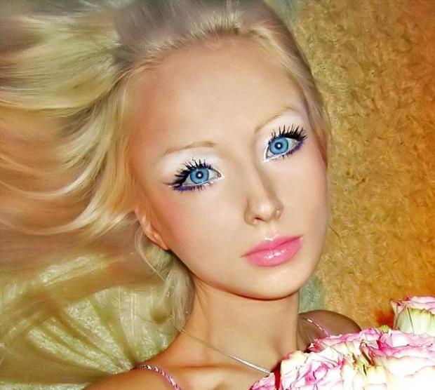 Украинка изглежда досущ като Барби