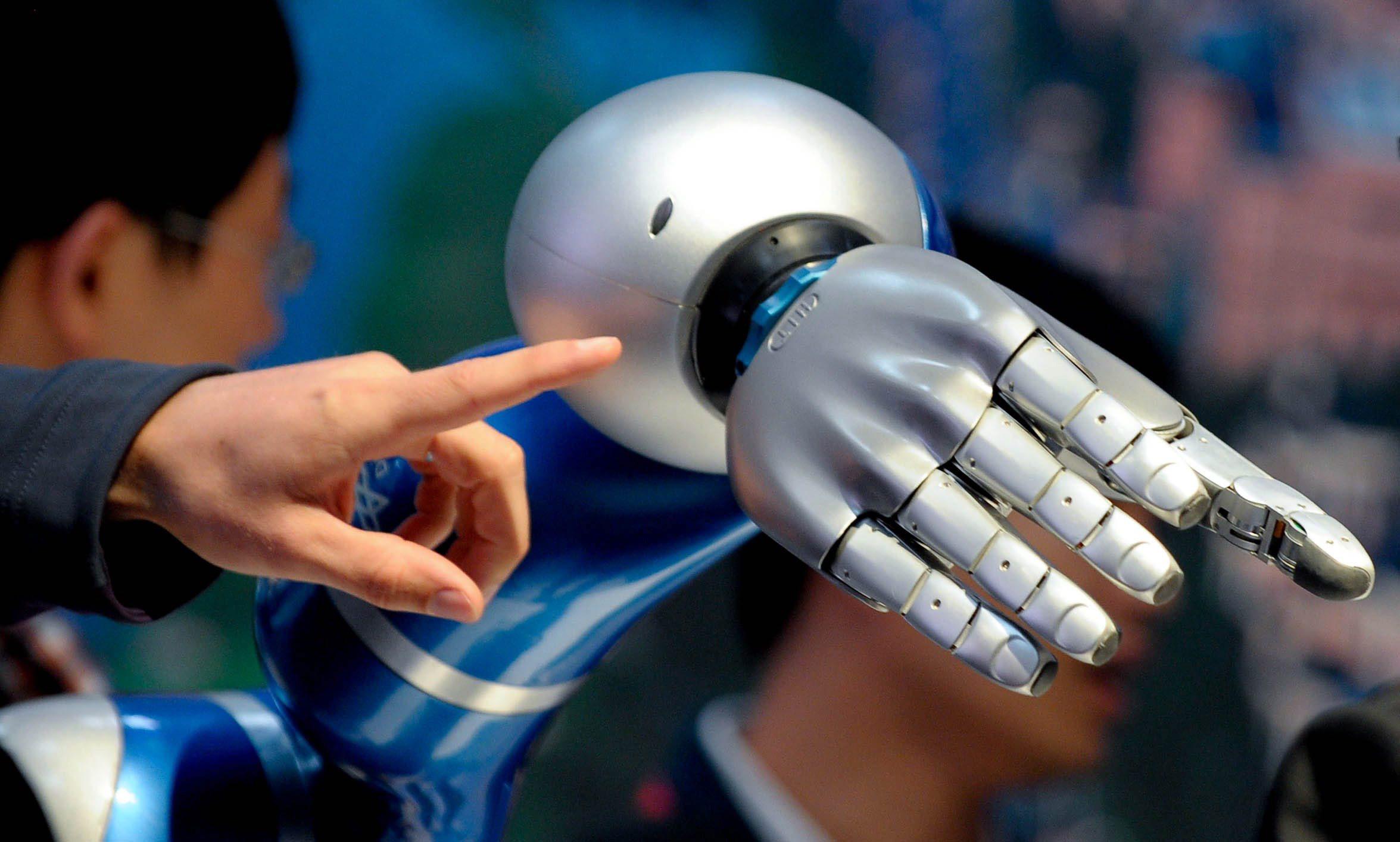 Роботизирана ръка бе одобрена в САЩ (видео)