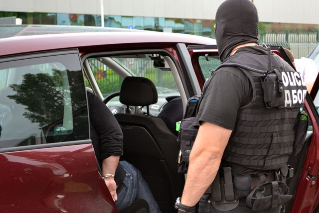 2-ма македонци, единят - митничар, арестувани за контрабанда
