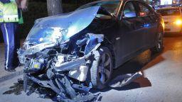 Шестима младежи пострадаха при челен удар между две БМВ-та