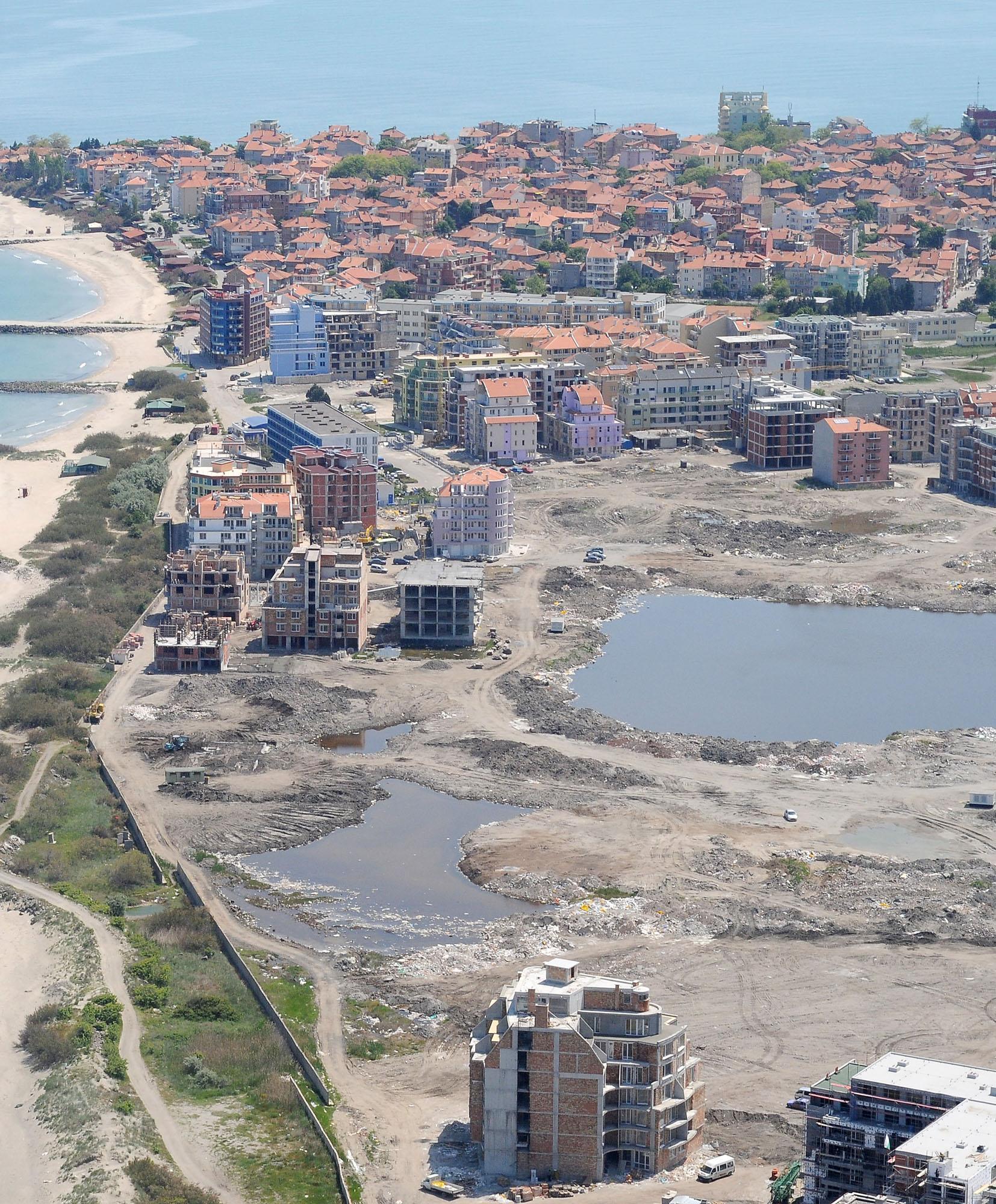 Фекални води се изливат в морето на плажа в Равда