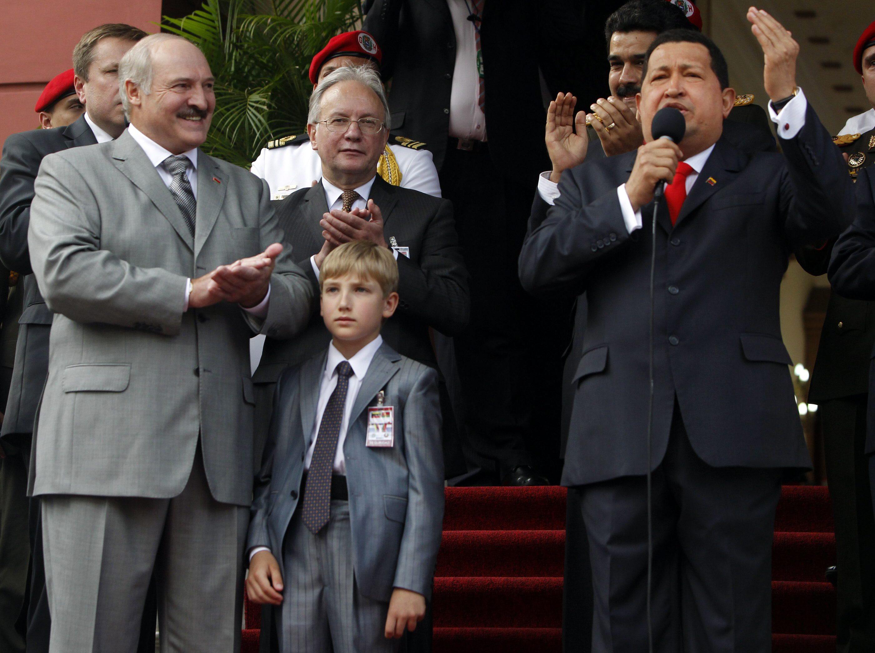 Лукашенко гласи 7-годишния си извънбрачен син за бъдещ президент