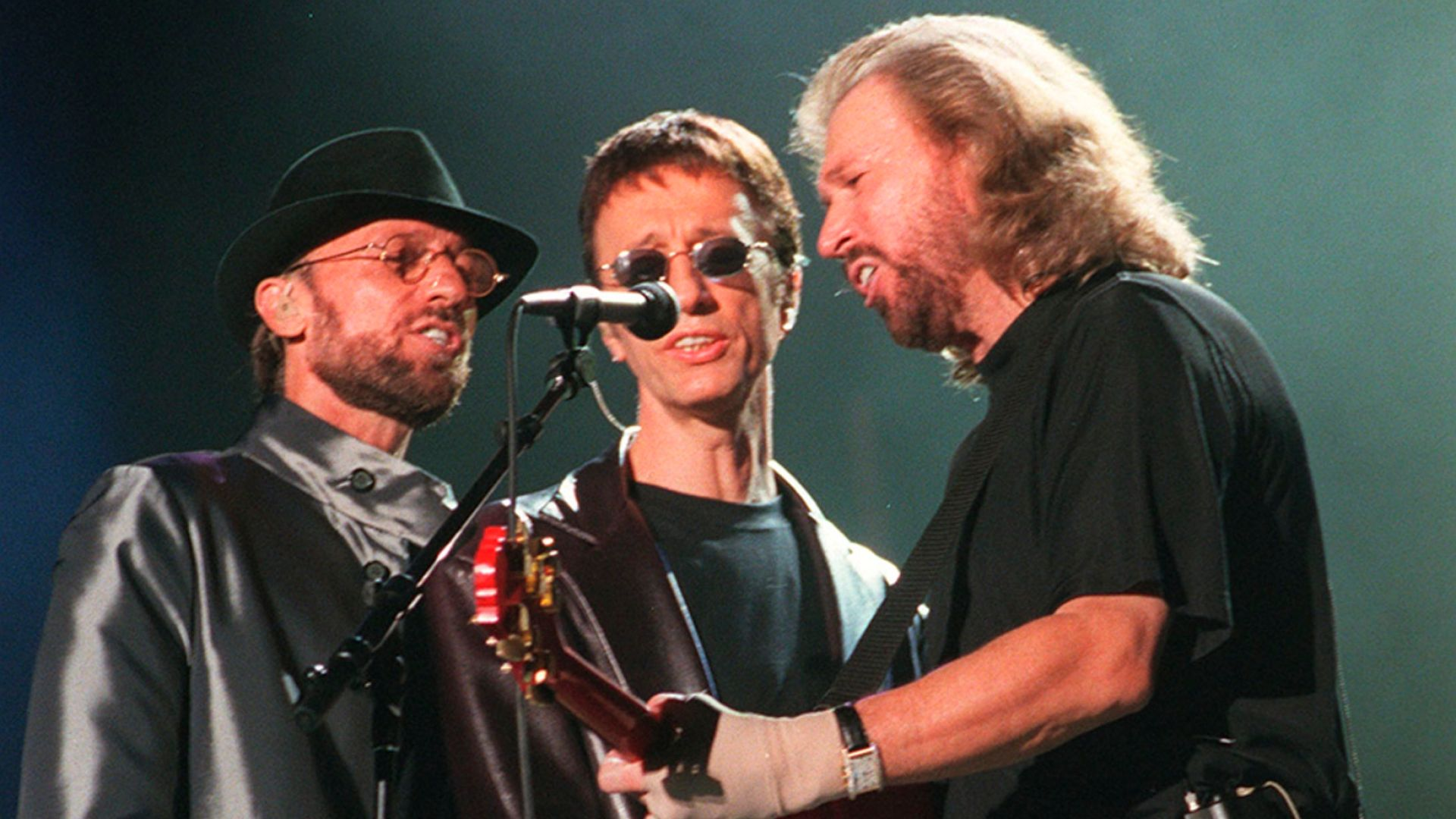 """Хитове на Queen и Bee Gees са в топ 10-те """"най-щастливите песни"""""""