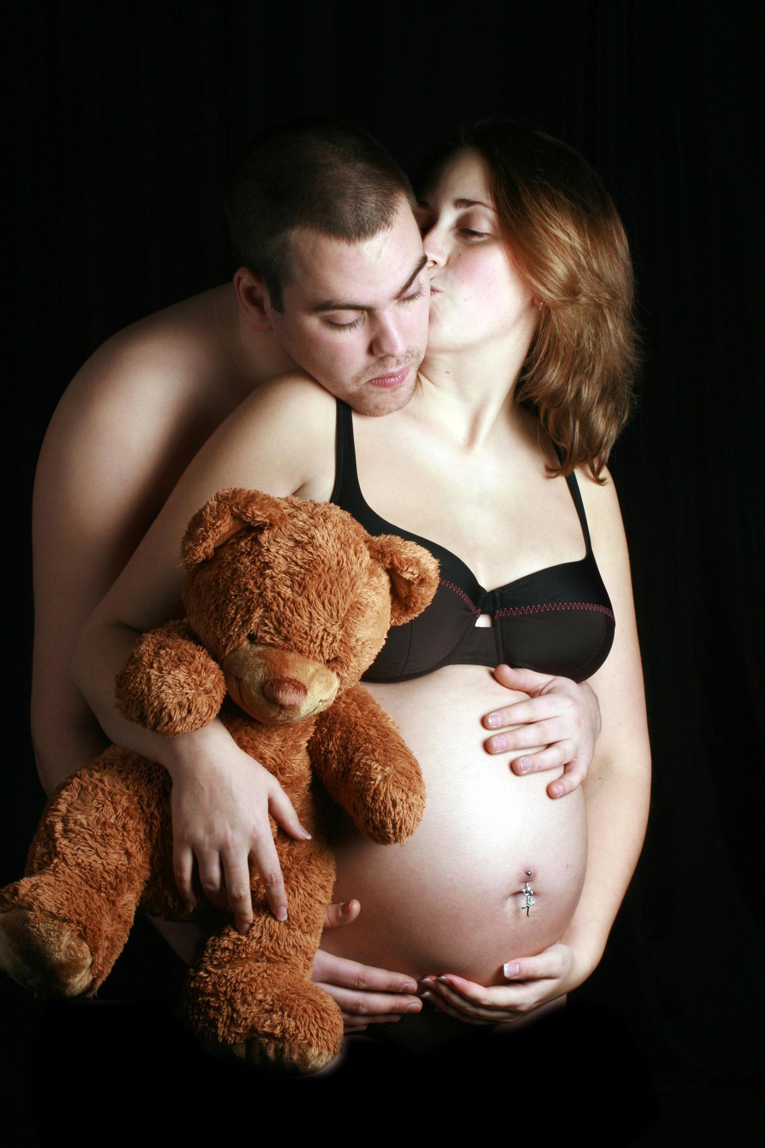 Сексът в края на бременността не предизвиква раждане