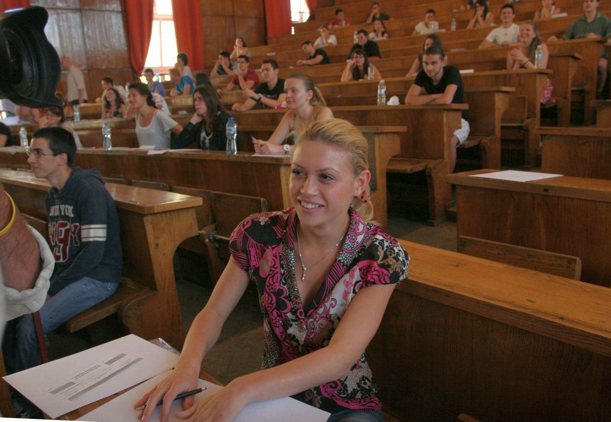 Кандидат-студентите на предварителни изпити от януари