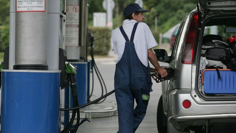 Касовите бележки от бензиностанция с разбивка от септември