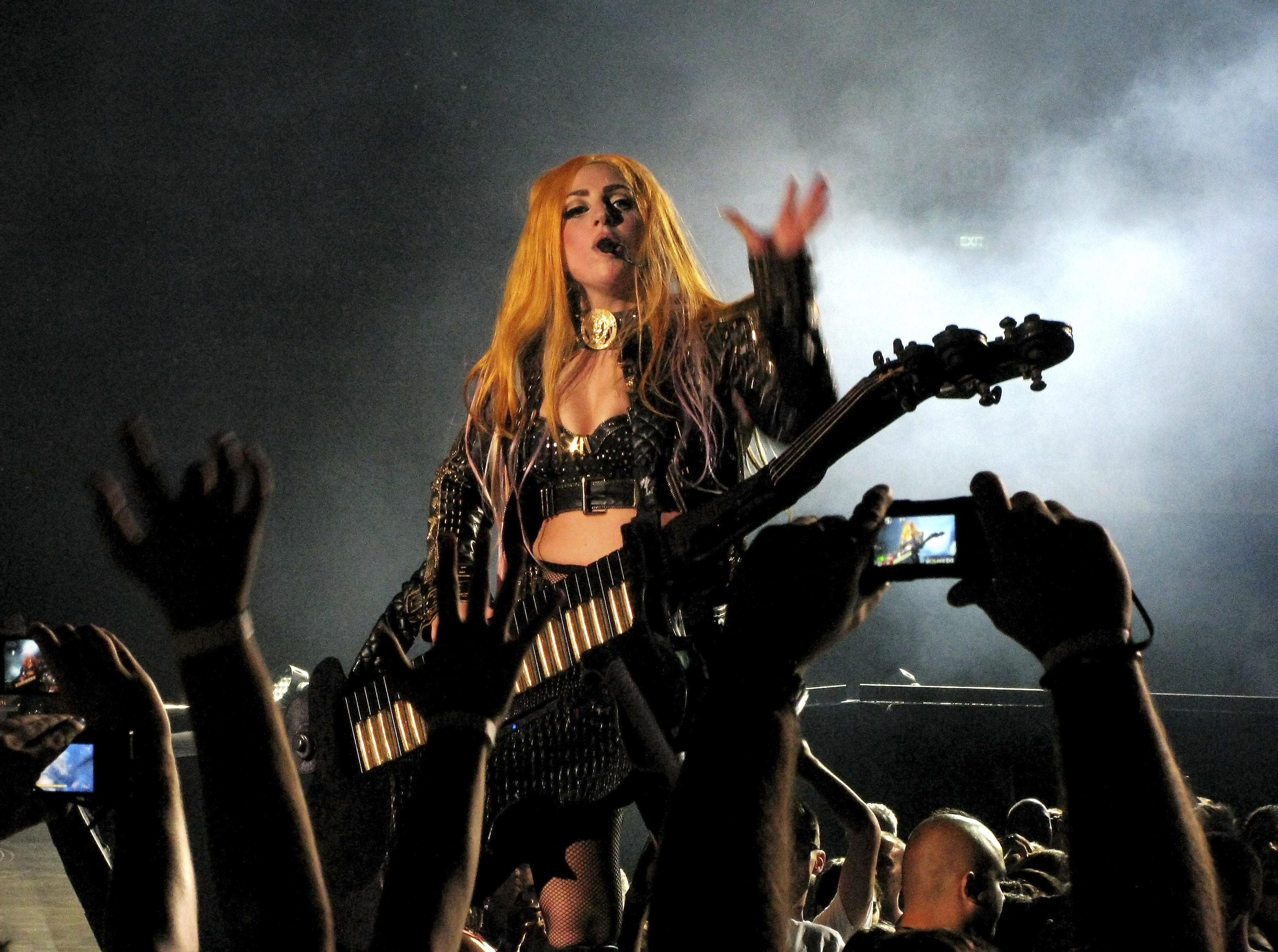 Жената на Цветан Цветанов танцувала на концерта на Гага