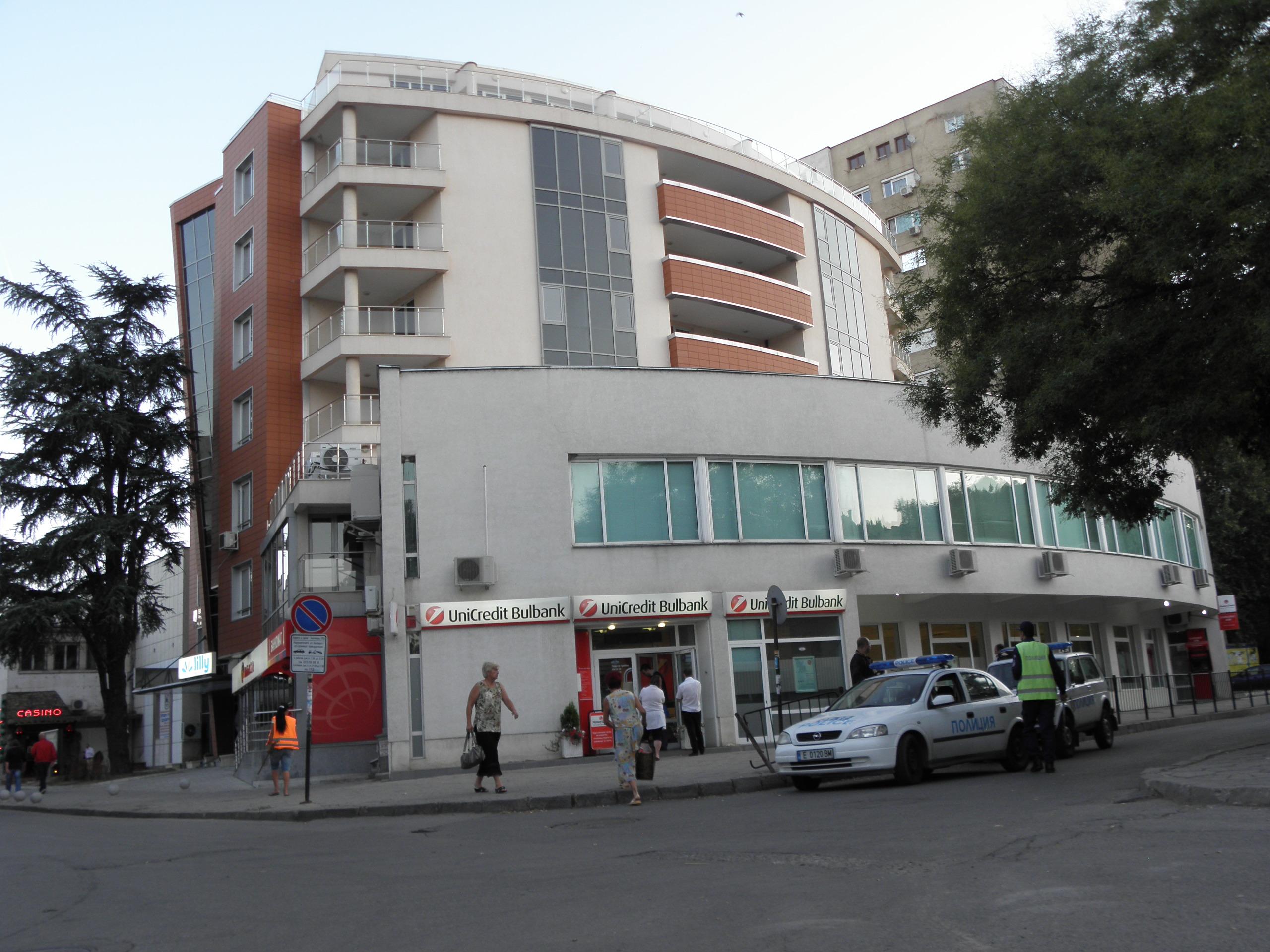 Маскирани разбиха банков клон в Благоевград
