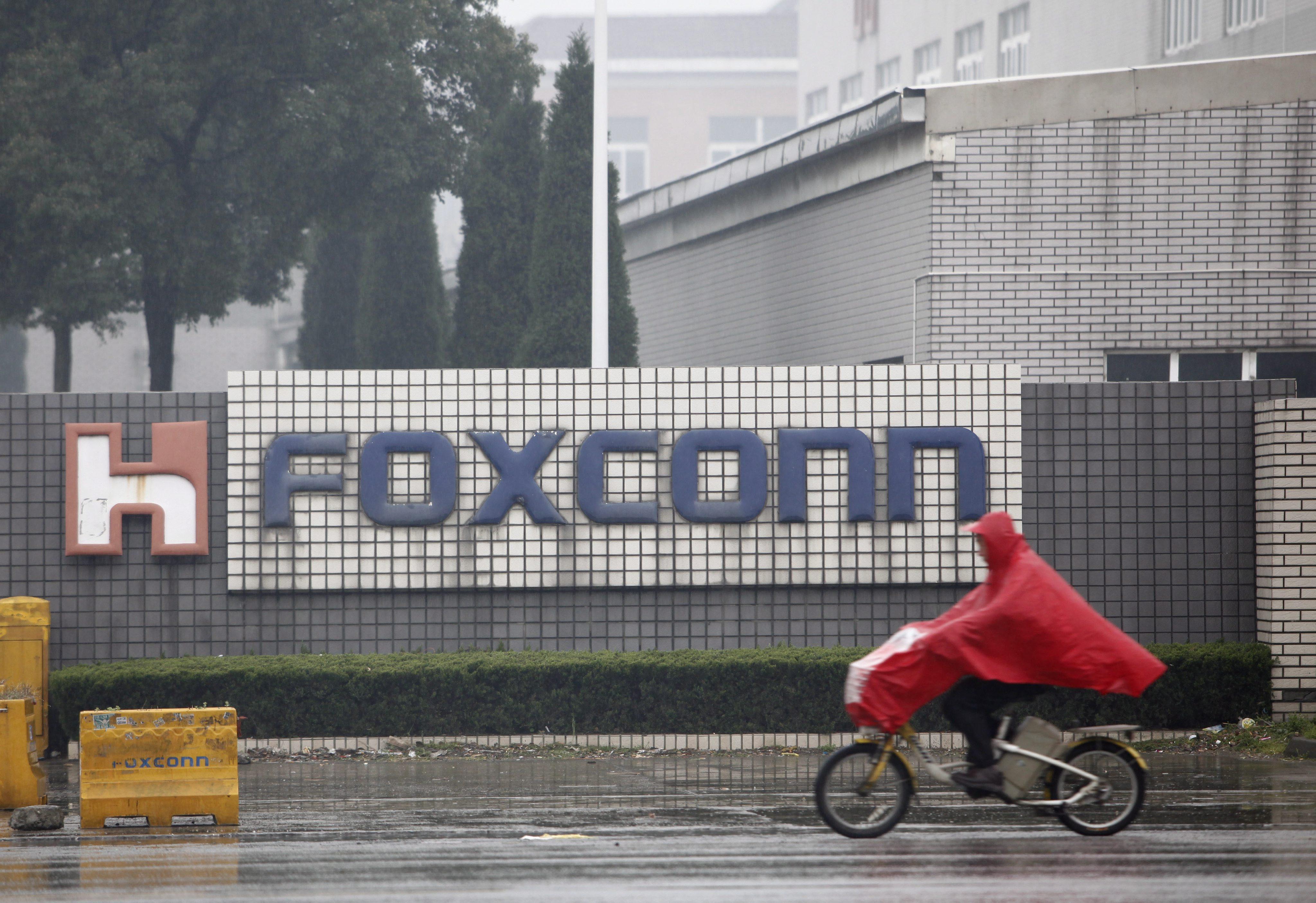 Масов бой спря работата на ключов завод в Китай