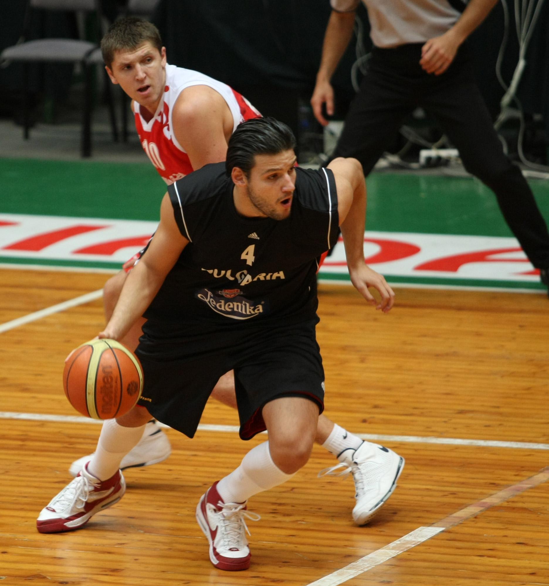 Деян Иванов с 16 точки при загуба на Лиетувос Ритас в Евролигата