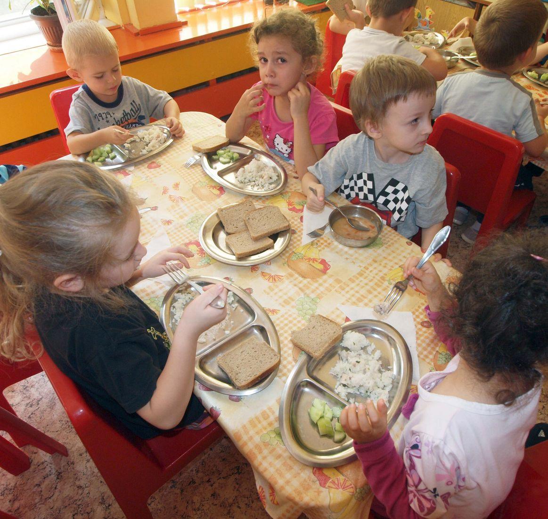 Закуска с яйчен пастет разболя 27 деца