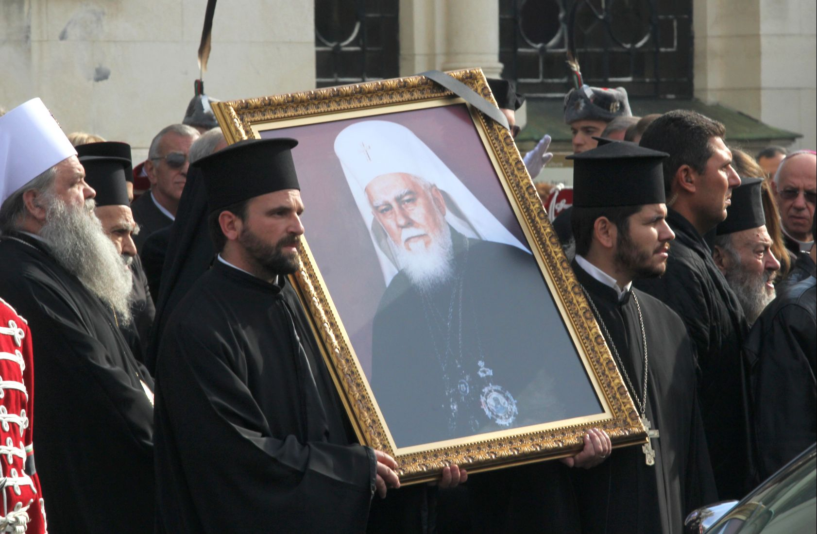 Погребаха патриарх Максим в Троянския манастир