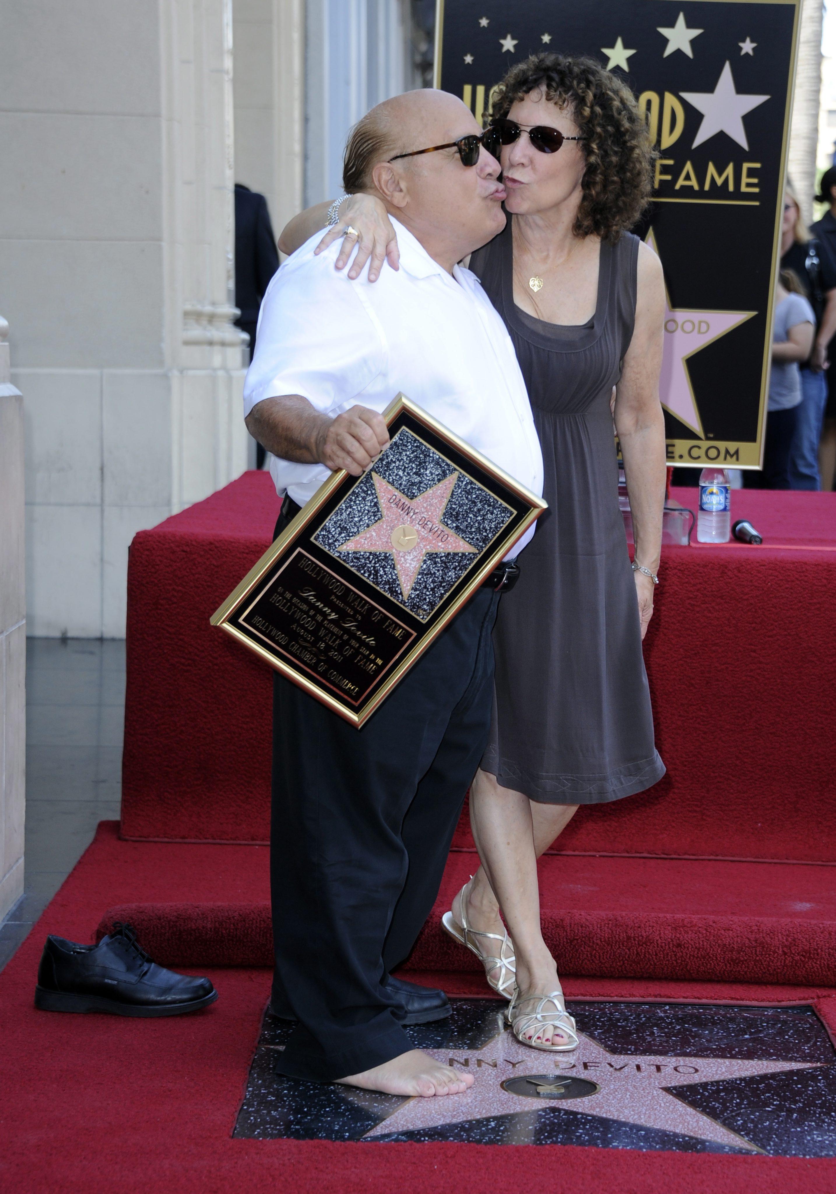 Дани де Вито иска да се събере със съпругата си