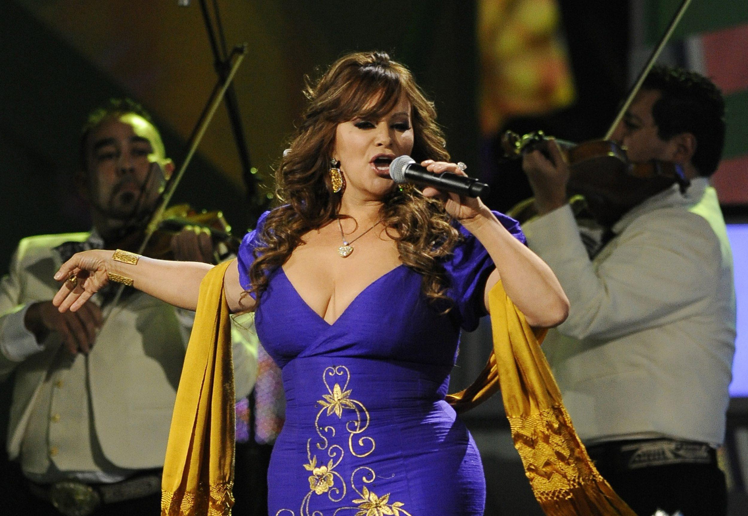 В самолетна катастрофа загина певицата Джени Ривера