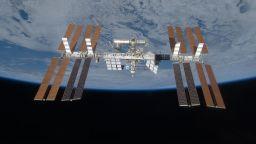 Астронавти от НАСА излизат в открития космос, за да монтират нов модул на МКС