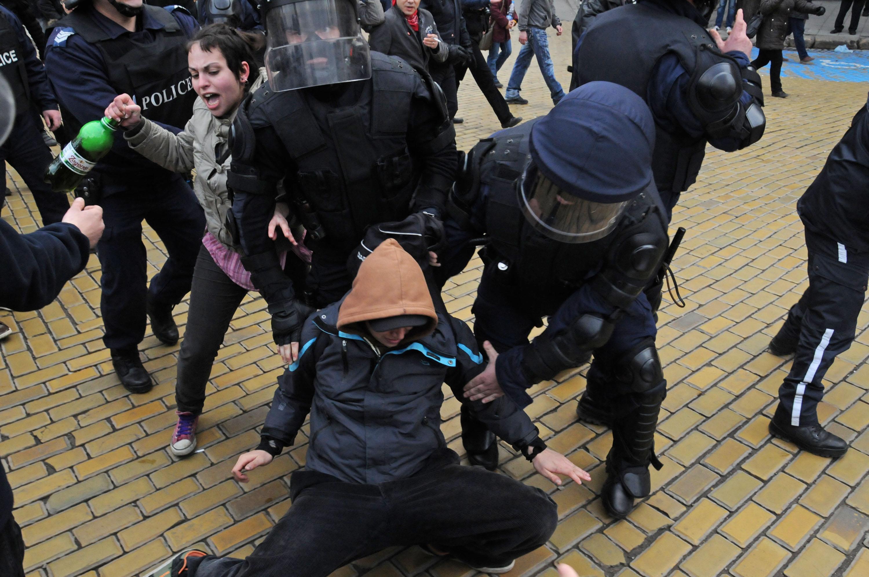 Национален протест срещу монополите. Сблъсъци в центъра на София