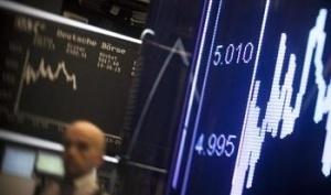 Йената отстъпва, силен спад за петрола и златото