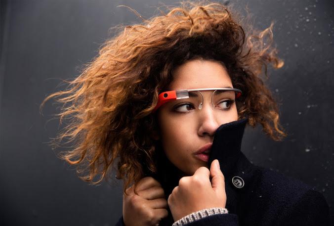 Започнаха доставките на очилата Google Glass