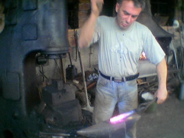 Бащата на запалилия се ковач: Затвориха работилницата му и остана без работа